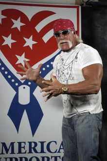 WWE Wrestler Hulk Hogan in Irak. Photo By: Journalist 1st Class Kristin Fitzsimmons.